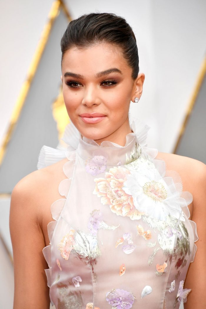 HOLLYWOOD, CA - FEBRUARY 26: Actor Hailee Steinfeld attends the 89th Annual Academy Awards at Hollywood & Highland Center on February 26, 2017 in Hollywood, California. (Photo by Frazer Harrison/Getty Images)